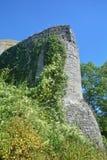 Ruínas velhas da parede do castelo imagens de stock
