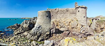 Ruínas velhas do castelo na ilha de Yeu Fotos de Stock