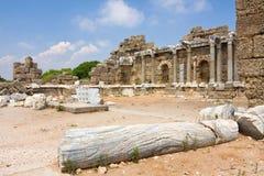 Ruínas velhas no lado, Turquia Imagem de Stock