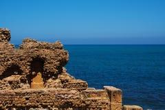 Ruïne door het overzees in Tipasa, Algerije Royalty-vrije Stock Foto