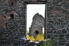 Ruïne door het venster Royalty-vrije Stock Foto's