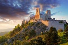 Ruïne van kasteel Cachtice - Slowakije royalty-vrije stock afbeeldingen