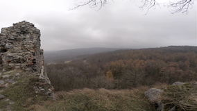 Ruïne van Kasteel op Windy Hill stock footage