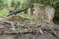 Ruïne van oud huis Stock Afbeeldingen