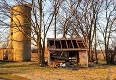 Ruïne van silo en loods Stock Afbeeldingen