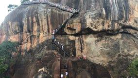 Ruïnes bovenop Sigiriya-de rotspaleis van de Leeuw stock videobeelden