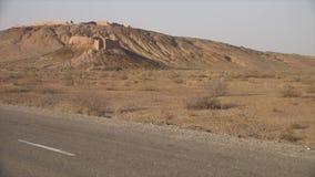 Ruïnes in de afstand in Oezbekistan stock video