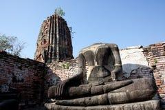 Ruïnes de zonder hoofd van Boedha in Wat Mahatat, Ayutthaya, T Royalty-vrije Stock Fotografie