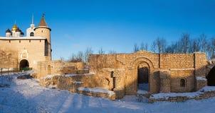 Ruïnes in Dovmont-stad royalty-vrije stock afbeeldingen