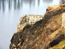 Ruïnes op de Vltava-Rivier Stock Foto