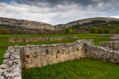 Ruïnes tegen stormachtige hemel Stock Foto
