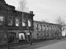 Ruïnes van achtergelaten huis Stock Fotografie