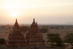Ruïnes van Bagan bij dageraad, Myanmar Stock Fotografie