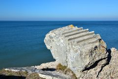 Ruïnes van bunker op het strand royalty-vrije stock foto's