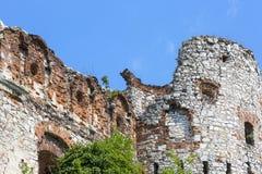 Ruïnes van de 15de eeuw middeleeuws kasteel, Tenczyn-Kasteel, het Poolse Juragebergte, Polen stock foto