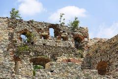 Ruïnes van de 15de eeuw middeleeuws kasteel, Tenczyn-Kasteel, het Poolse Juragebergte, Polen stock afbeeldingen