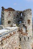 Ruïnes van de 15de eeuw middeleeuws kasteel, Tenczyn-Kasteel, het Poolse Juragebergte, Rudno stock afbeelding