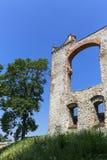 Ruïnes van de 15de eeuw middeleeuws kasteel, Tenczyn-Kasteel, Rudno, Polen stock afbeeldingen