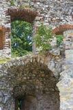 Ruïnes van de 15de eeuw middeleeuws kasteel, Tenczyn-Kasteel, Rudno, Polen stock fotografie