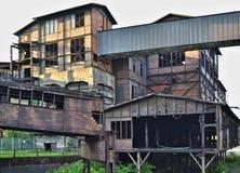 Ruïnes van de fabriek - bladmetaalbrug Stock Afbeeldingen