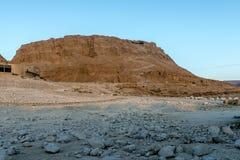 Ruïnes van de oude vesting van Massada op de berg dichtbij het dode overzees in zuidelijk Israël Royalty-vrije Stock Afbeelding