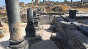 Ruïnes van de roman basiliek van Volubilis, een Unesco-plaats van de werelderfenis dichtbij Meknes en Fez, Marokko stock foto
