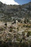 Ruïnes van de vesting in de stad van Kotor die, Montenegro wordt gevestigd royalty-vrije stock foto