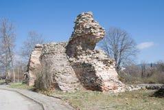 Ruïnes van de vestingsmuur in Hissar, Bulgarije Royalty-vrije Stock Fotografie