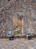 Ruïnes van een dorp door een vreselijke aardbeving op het Griekse Eiland Kefalonia, Griekenland in het Ionische Overzees wordt ve stock fotografie