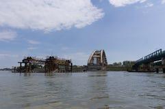 Ruïnes van een gebombardeerde brug van Donau in Servië Stock Afbeelding