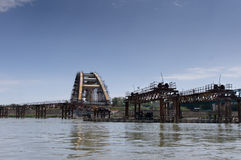 Ruïnes van een gebombardeerde brug van Donau in Servië Royalty-vrije Stock Afbeeldingen