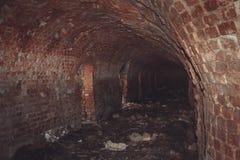 Ruïnes van een geruïneerde oude grote fabriek Stock Foto's