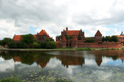 Ruïnes van een middeleeuws kasteel royalty-vrije stock foto's