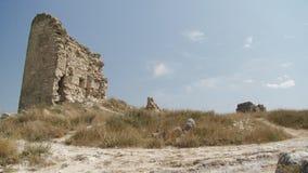 Ruïnes van een oud kasteel stock footage