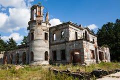 Ruïnes van een oud kasteel Tereshchenko Grod in Zhitomir, de Oekraïne Paleis van 19de eeuw Stock Fotografie