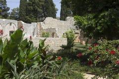 Ruïnes van een oud klooster in Lokrum-eiland royalty-vrije stock afbeeldingen