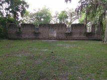 Ruïnes van een oude suikermolen met gestreepte katbeton Royalty-vrije Stock Afbeelding