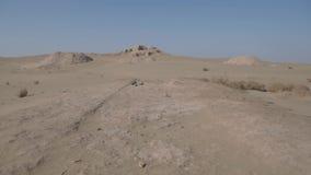 Ruïnes van een verlaten dorpsstad, Centraal-Azië stock footage