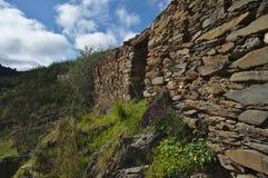 Ruïnes van een verlaten schistplattelandshuisje Stock Fotografie