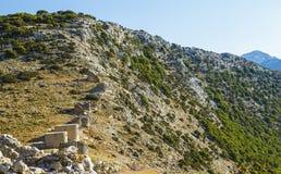 Ruïnes van encient ingebouwde windmolens 15de eeuw Lassithiplateau, Kreta, Griekenland Meest typische kenmerk van stock foto