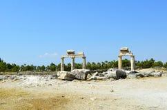 Ruïnes van het grootste antieke necropool in stad Hierapolis Stock Fotografie