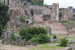 Ruïnes van het Huis van Vestals in Roman Forum Mooie oude vensters in Rome (Italië) stock afbeelding