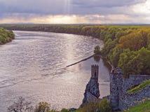 Ruïnes van het kasteel Devin dichtbij Bratislava, Slowakije wordt gevestigd dat Royalty-vrije Stock Afbeelding