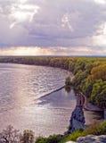 Ruïnes van het kasteel Devin dichtbij Bratislava, Slowakije wordt gevestigd dat Stock Fotografie