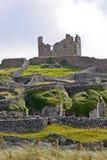 Ruïnes van het kasteel van O ` Brien ` s op Inisheer, Aran-eilanden, Ierland Stock Afbeeldingen