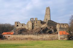 Ruïnes van het kasteel Okor Stock Foto's