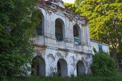 Ruïnes van het oude baksteenhuis van Tomasz Wawzecki Vidzydorp Royalty-vrije Stock Afbeeldingen