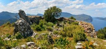 Ruïnes van Hydas-kasteel boven Selimiye-baai dichtbij Marmaris-toevlucht aan Royalty-vrije Stock Afbeeldingen