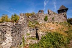 Ruïnes van Kasteel Nevytske in gebied Over de Karpaten Uzhgorodfoto Ingebouwd Nevitskykasteel 13de eeuw ukraine royalty-vrije stock foto