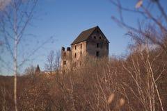 Ruïnes van kasteel Swiny in Polen stock foto